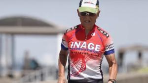 A 88 ans, Hiromu Inada est un triathlonien japonais hors normes!