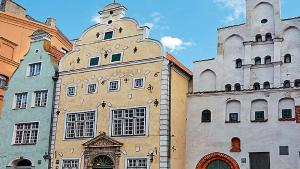Pays baltes: une rencontre monumentale avec les «Trois Frères»